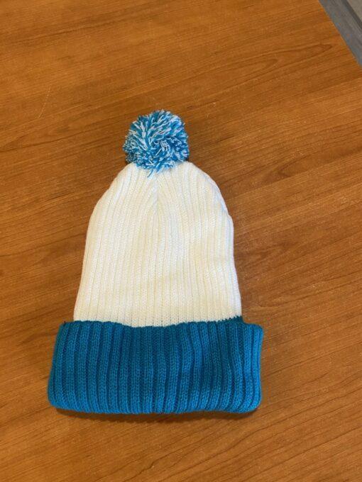 bijelo plava zimska kapa