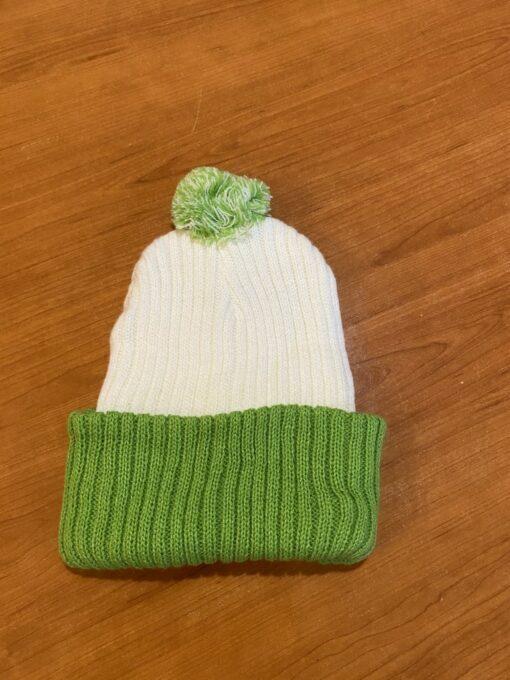 Bijelo zelena zimska kapa s pomponom